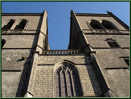La cathédrale : porte d'entrée