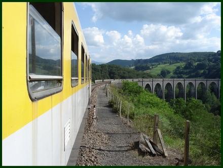 Train à l'entrée du viaduc