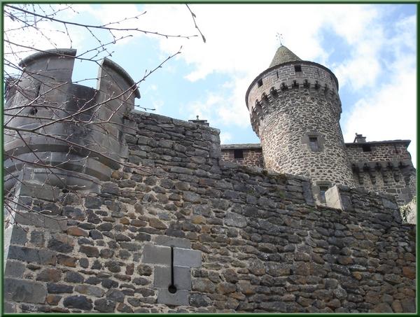 tour du château des Ternes - Cantal