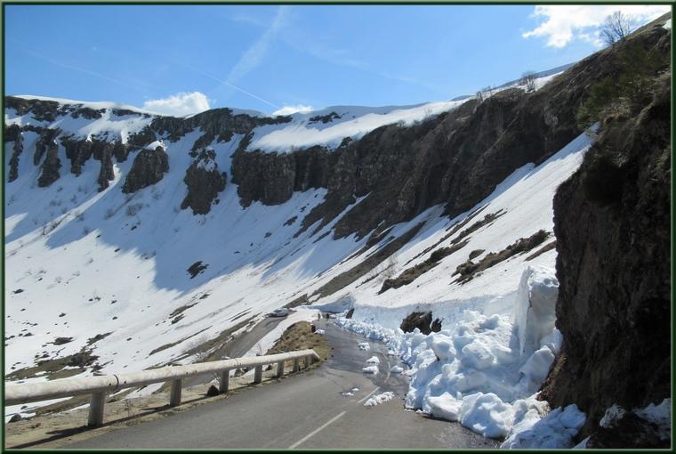 Route du col de Serre vers Pas de Peyrol