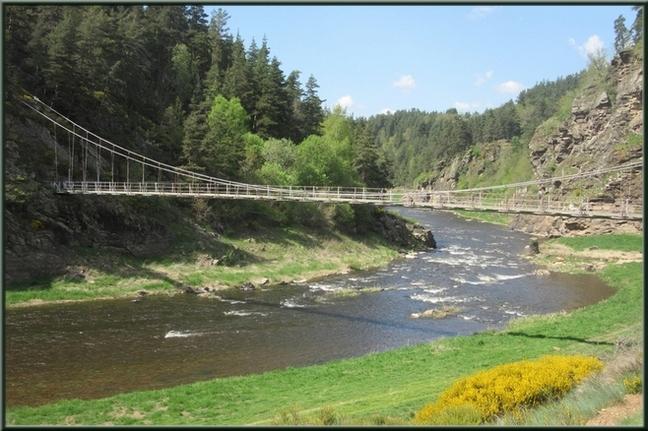 En mai 2018 ; on voit les piles de l'ancien pont.